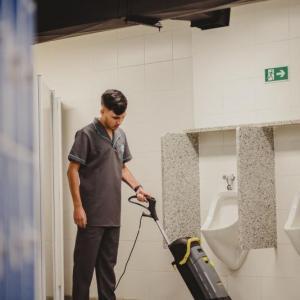 Empresa terceirizada de limpeza em hospitais
